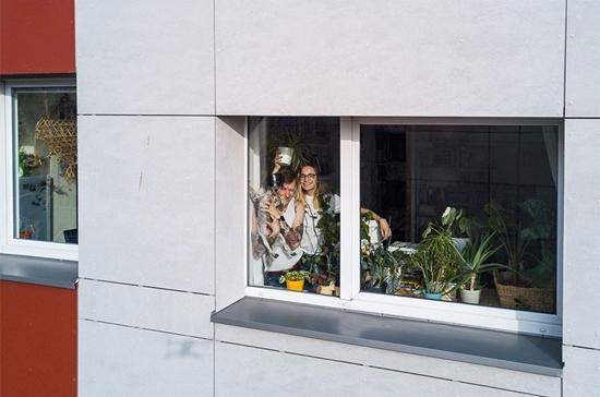 Những hình ảnh cho thấy người Mỹ tự giải trí ở nhà trong thời gian cách ly vì dịch Covid-19 - Ảnh 6