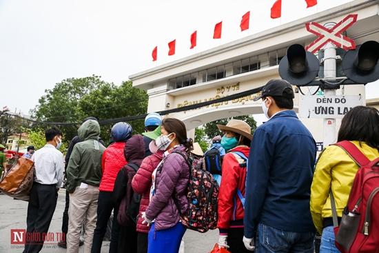 Bệnh nhân bệnh viện Bạch Mai xếp hàng dài làm thủ tục chạy thận - Ảnh 4