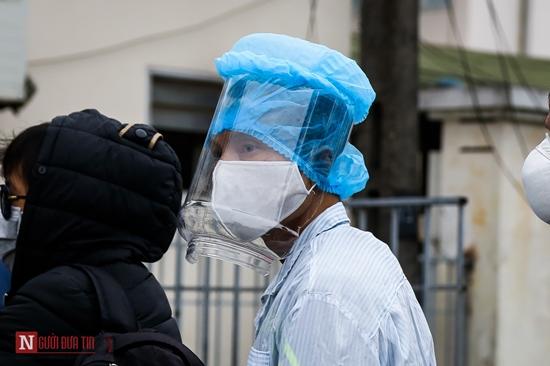 Bệnh nhân bệnh viện Bạch Mai xếp hàng dài làm thủ tục chạy thận - Ảnh 6