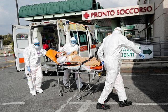 Số ca tử vong do Covid-19 hơn 11.000 người, Italy tiếp tục phong tỏa toàn quốc - Ảnh 1