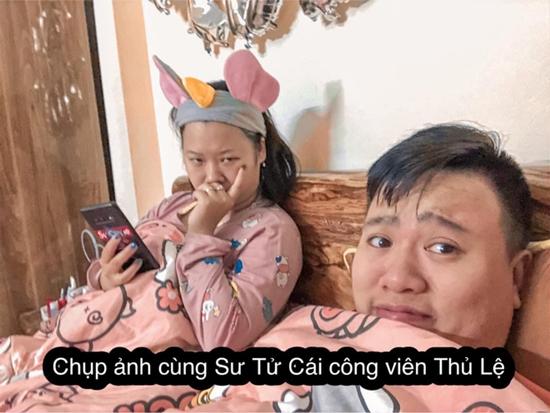 Cười vỡ bụng với album ảnh đi du lịch tại gia của cặp vợ chồng trẻ Hà Thành - Ảnh 6