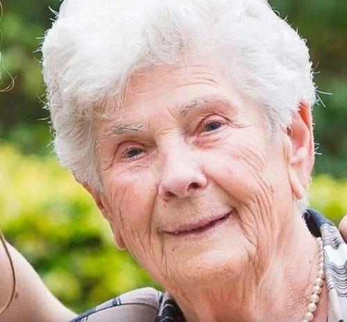 Nhường máy thở cho người khác, cụ bà 90 tuổi tử vong: Tôi đã sống một cuộc đời tốt đẹp - Ảnh 1