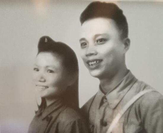 Chuyện tình thời chiến: 500 bức thư tình vượt lửa đạn chiến trường của tướng Phan Khắc Hy - Ảnh 1