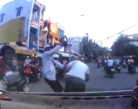 Bài học cho kẻ nói chuyện bằng chân tay qua vụ va chạm nhỏ, đánh một người tử vong - Ảnh 1