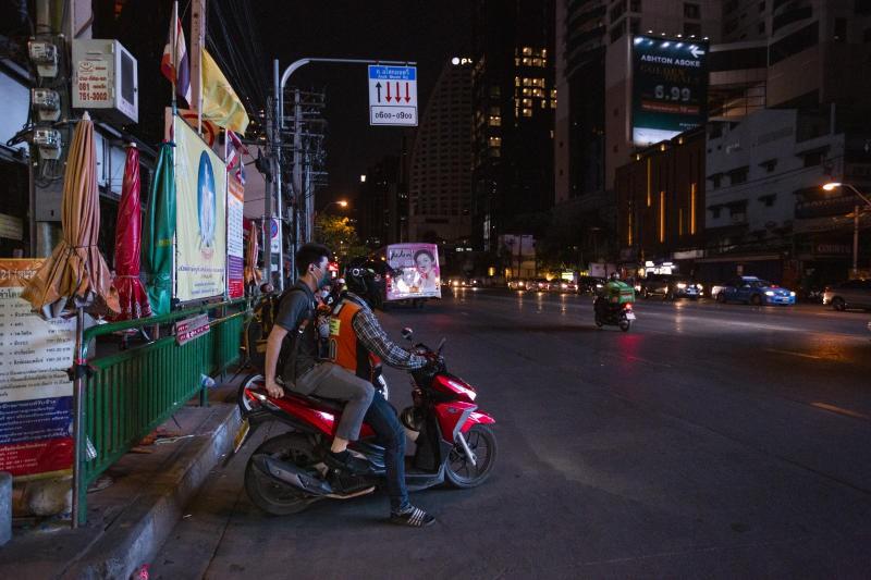 Thái Lan: Bắt giữ người vi phạm lệnh giới nghiêm ban đêm - Ảnh 1