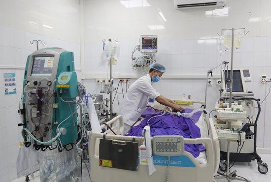 Mắc mưa tưởng bị cúm, người đàn ông suýt chết vì suy đa tạng - Ảnh 1