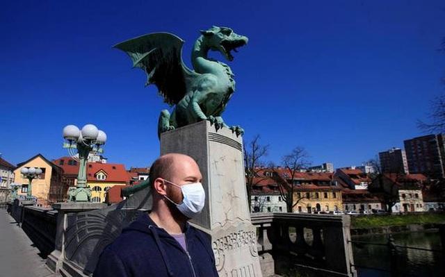 Quốc gia đầu tiên ở châu Âu tuyên bố hết dịch Covid-19 - Ảnh 1