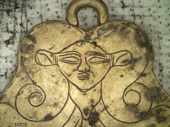 Bí mật kho báu cổ: Phát hiện 2 ngôi mộ cổ niên đại 3500 năm chứa đầy vàng, trang sức - Ảnh 3