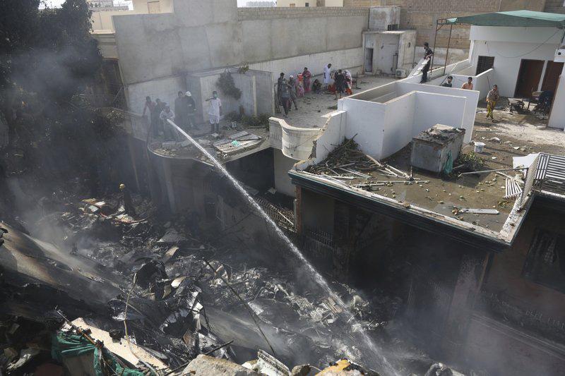 Toàn bộ 107 hành khách và phi hành đoàn tử nạn trong sự cố máy bay ở Pakistan - Ảnh 2