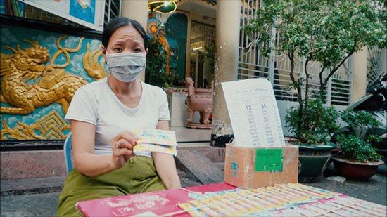 Xúc động tấm lòng thơm thảo của cụ bà 80 tuổi bán vé số mưu sinh - Ảnh 3