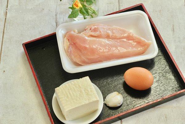 Thịt lợn đắt, chuyển qua làm món chả này vừa ngon vừa dễ ăn - Ảnh 1