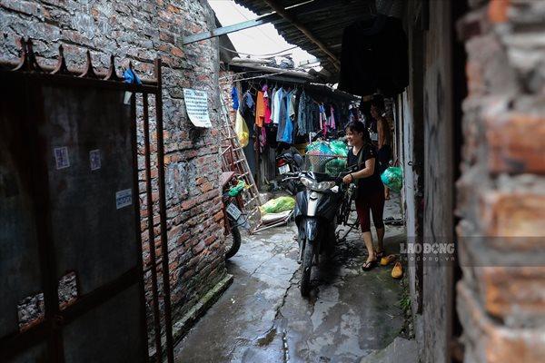 Cuộc sống của người dân nghèo Hà Nội ngày nắng nóng - Ảnh 3