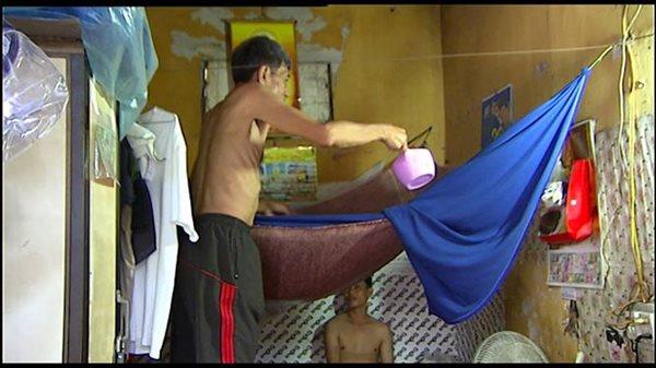 Cuộc sống của người dân nghèo Hà Nội ngày nắng nóng - Ảnh 6