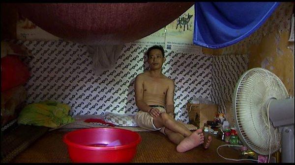 Cuộc sống của người dân nghèo Hà Nội ngày nắng nóng - Ảnh 7