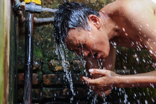 Cuộc sống của người dân nghèo Hà Nội ngày nắng nóng - Ảnh 9