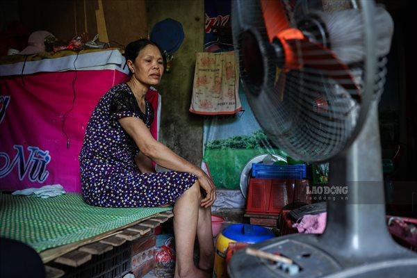 Cuộc sống của người dân nghèo Hà Nội ngày nắng nóng - Ảnh 10