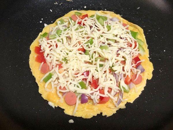 Không có đế bánh, tôi vẫn làm được pizza cho con chỉ trong một nốt nhạc - Ảnh 5