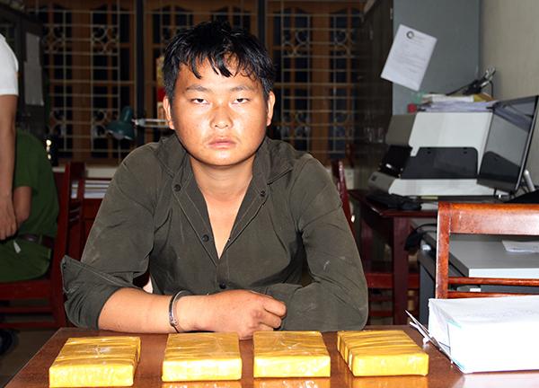 Bắt giữ thanh niên người dân tộc, thu 4 bánh heroin - Ảnh 1