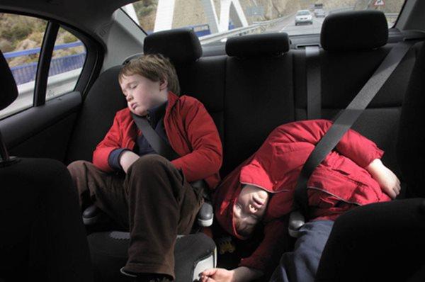 Khi chở trẻ em trên ô tô, cần lưu ý những gì? - Ảnh 2