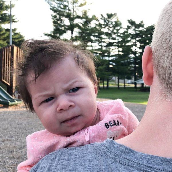 """Phì cười với bé gái luôn mang biểu cảm """"giận cả thế giới"""" từ khi mới sinh - Ảnh 5"""