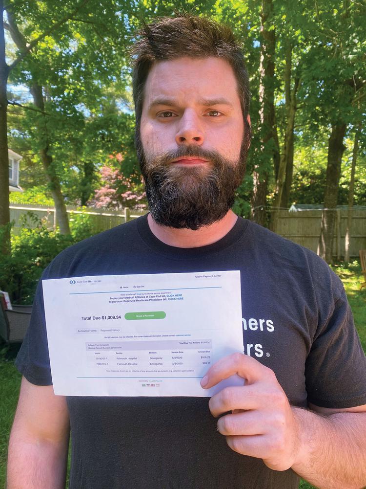 Hảo tâm cứu người gặp nạn, người đàn ông bất ngờ nhận hóa đơn yêu cầu nộp tiền - Ảnh 1