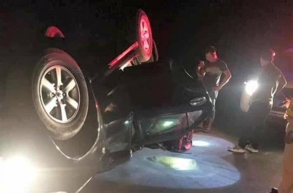 Nghệ An: Trùm ma túy lật xe, đổ nửa tạ ma túy đá xuống đường - Ảnh 1