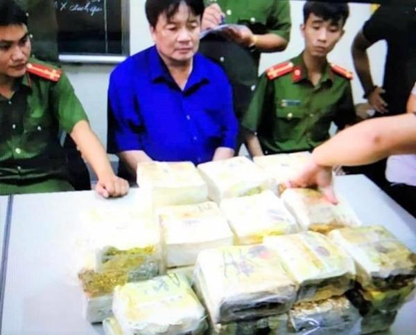 Nghệ An: Trùm ma túy lật xe, đổ nửa tạ ma túy đá xuống đường - Ảnh 2