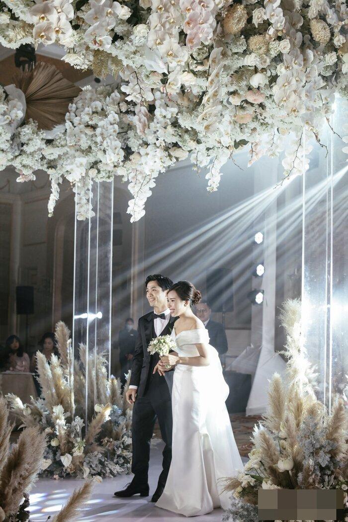 Công Phượng - Viên Minh tung bộ ảnh đính hôn siêu đẹp và lãng mạn - Ảnh 3