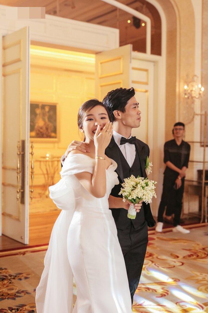 Công Phượng - Viên Minh tung bộ ảnh đính hôn siêu đẹp và lãng mạn - Ảnh 6