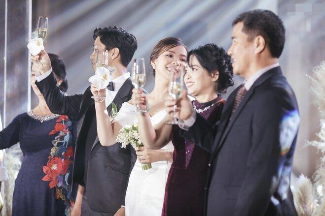 Công Phượng - Viên Minh tung bộ ảnh đính hôn siêu đẹp và lãng mạn - Ảnh 8