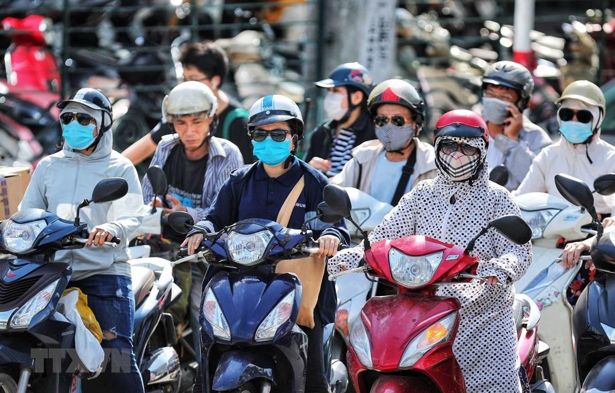 Chỉ số tia UV tại Hà Nội và Đà Nẵng ở mức gây hại rất cao, đề phòng nắng nóng gây sốc nhiệt - Ảnh 1