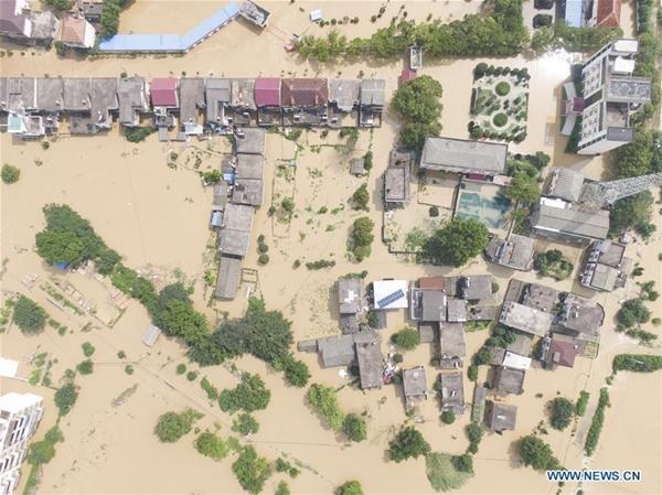 Trung Quốc chật vật ứng phó với lũ lụt nghiêm trọng nhất trong 3 thập kỷ - Ảnh 2