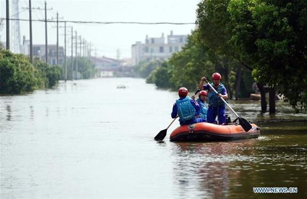 Trung Quốc chật vật ứng phó với lũ lụt nghiêm trọng nhất trong 3 thập kỷ - Ảnh 11