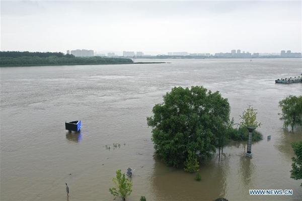 Trung Quốc chật vật ứng phó với lũ lụt nghiêm trọng nhất trong 3 thập kỷ - Ảnh 13
