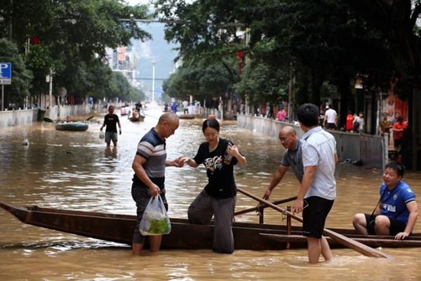 Trung Quốc chật vật ứng phó với lũ lụt nghiêm trọng nhất trong 3 thập kỷ - Ảnh 9