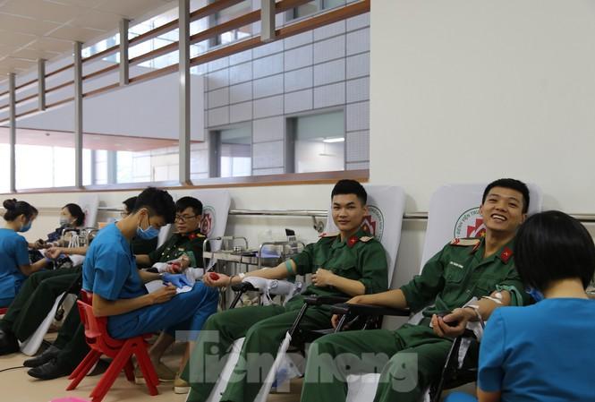 Tuổi trẻ Bộ Tư lệnh 86 tích cực tham gia hiến máu tình nguyện - Ảnh 2