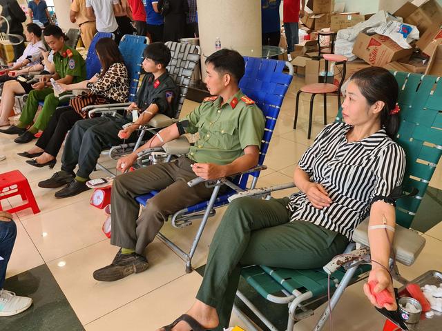 Tuổi trẻ Bộ Tư lệnh 86 tích cực tham gia hiến máu tình nguyện - Ảnh 3