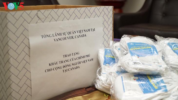 Trao tặng khẩu trang cho cộng đồng người Việt tại Canada - Ảnh 2