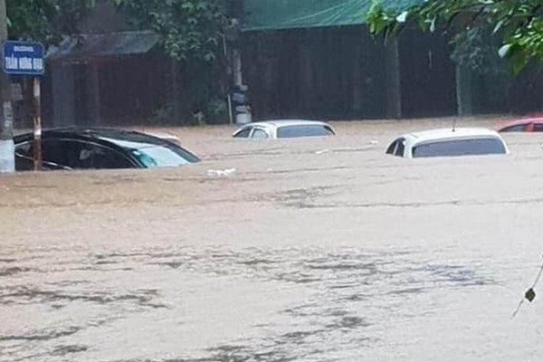 Cộng đồng mạng cập nhật liên tục hình ảnh, clip mưa lũ lớn Hà Giang - Ảnh 3