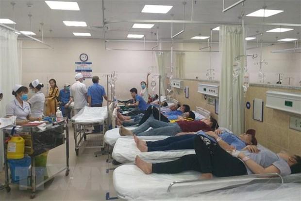 Hơn 100 công nhân làm ca đêm nhập viện nghi do ngộ độc thực phẩm - Ảnh 1