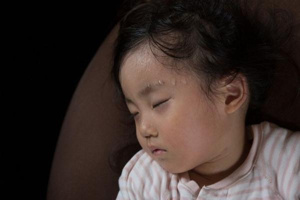 Dấu hiệu mắc bệnh qua vị trí đổ mồ hôi trên cơ thể, nhận biết để tránh đột quỵ - Ảnh 3