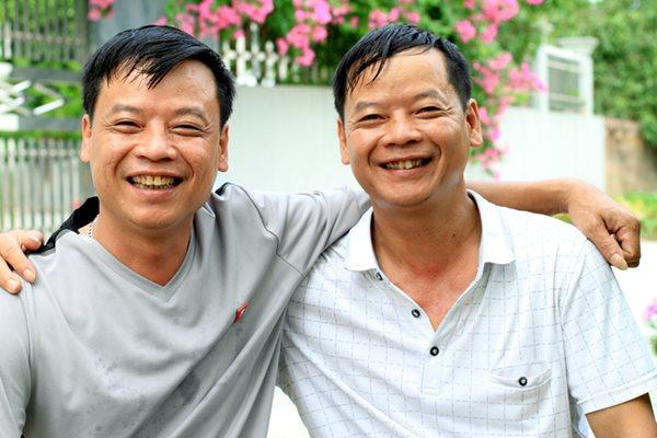 Cuộc hội ngộ kỳ lạ đến ngỡ ngàng của cặp anh em sinh đôi bị bố mẹ cho đi từ 43 năm về trước - Ảnh 5