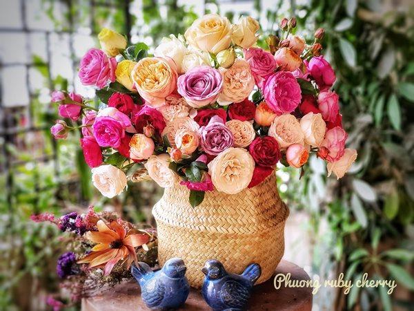Mẹ trẻ Hà thành gây sốt với trào lưu cắm hoa bằng giỏ cói đẹp mê hồn - Ảnh 5