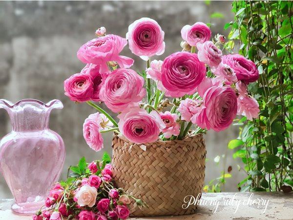Mẹ trẻ Hà thành gây sốt với trào lưu cắm hoa bằng giỏ cói đẹp mê hồn - Ảnh 14