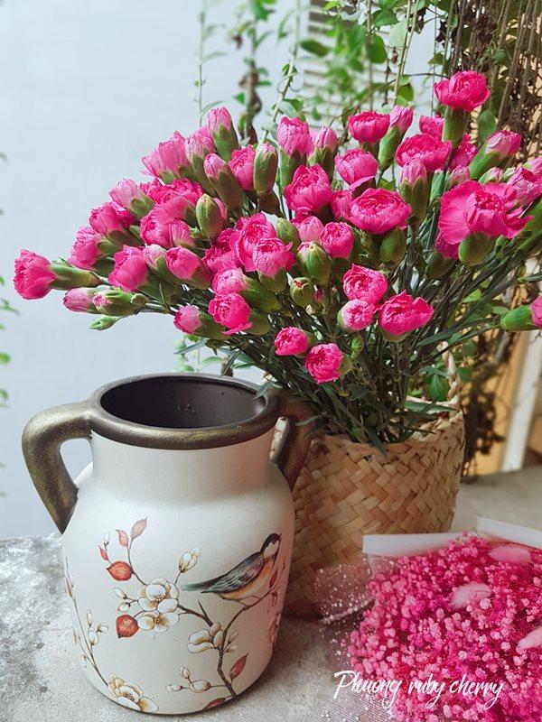 Mẹ trẻ Hà thành gây sốt với trào lưu cắm hoa bằng giỏ cói đẹp mê hồn - Ảnh 18