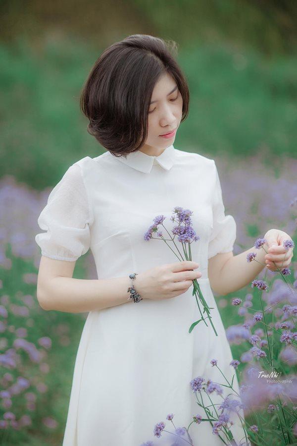 Mẹ trẻ Hà thành gây sốt với trào lưu cắm hoa bằng giỏ cói đẹp mê hồn - Ảnh 1