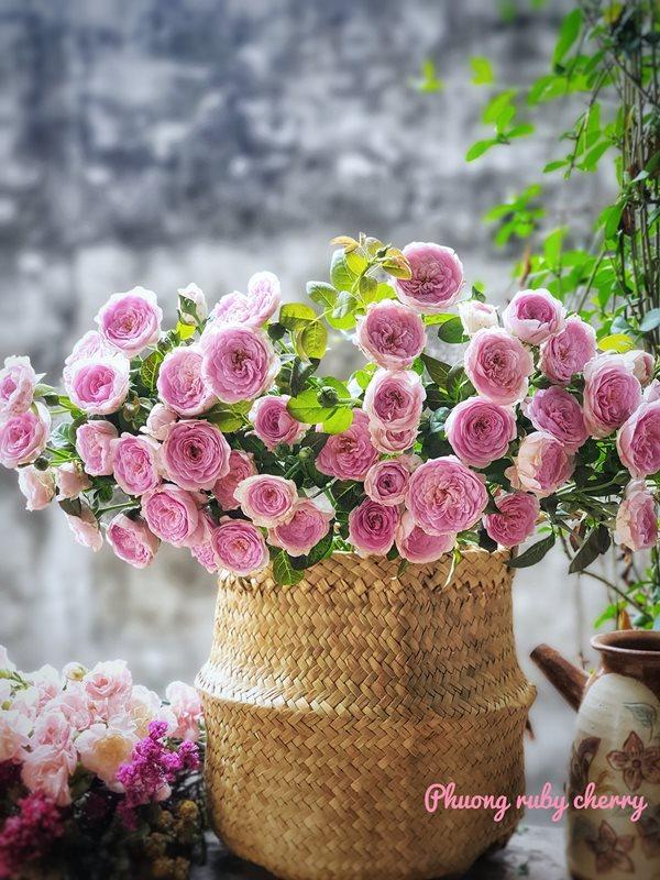 Mẹ trẻ Hà thành gây sốt với trào lưu cắm hoa bằng giỏ cói đẹp mê hồn - Ảnh 7