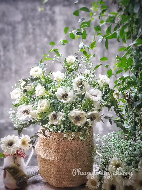 Mẹ trẻ Hà thành gây sốt với trào lưu cắm hoa bằng giỏ cói đẹp mê hồn - Ảnh 9