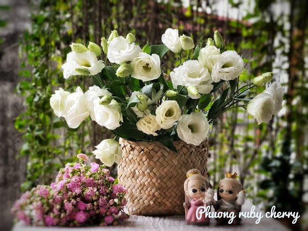 Mẹ trẻ Hà thành gây sốt với trào lưu cắm hoa bằng giỏ cói đẹp mê hồn - Ảnh 11