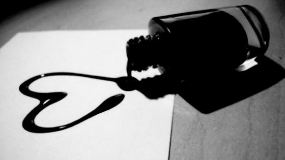 Dấu chấm đen trên tờ giấy trắng - Ảnh 2